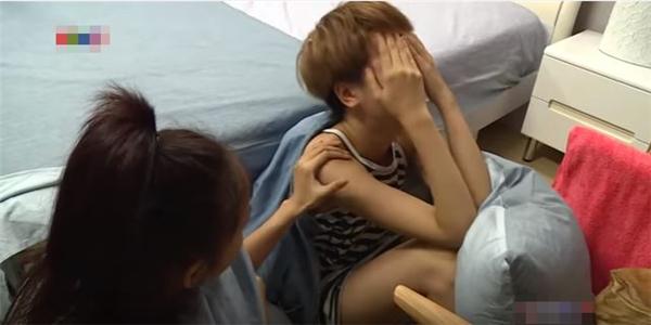 Thùy Trâm khóc nức nở khi cho rằng cô bị tẩy chay, cô lập tại nhà chung.