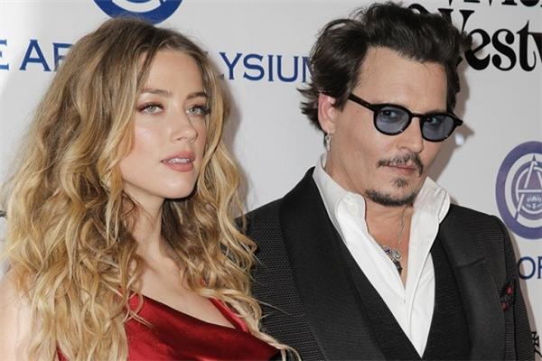 Johnny Depp lấy vợ lần 2 sau 30 năm đơn lẻ.