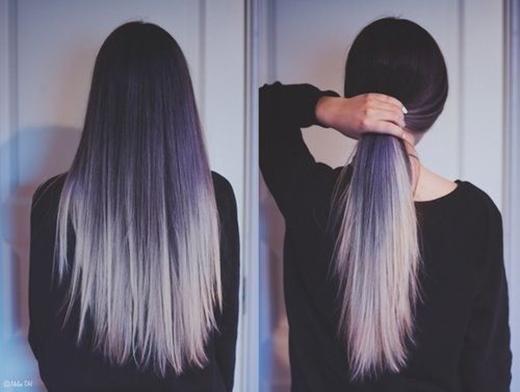 Ngoài ra bạn cũng có thể nhuộm chân tóc màu tím và chuyển dần thành bạc xuống đuôi cho phá cách nữa đấy.