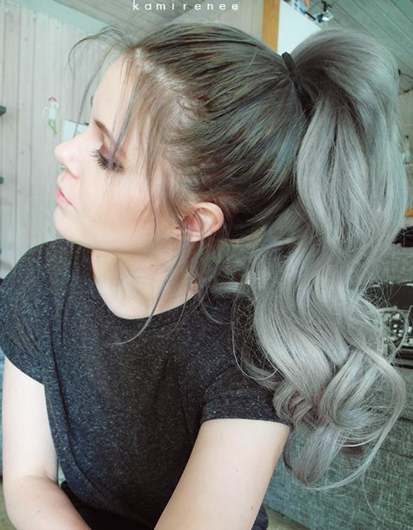 Màu tóc nâu rêu ngả bạc về đuôi cũng là một lựa chọn thú vị hoàn toàn không kén người nhuộm chút nào.