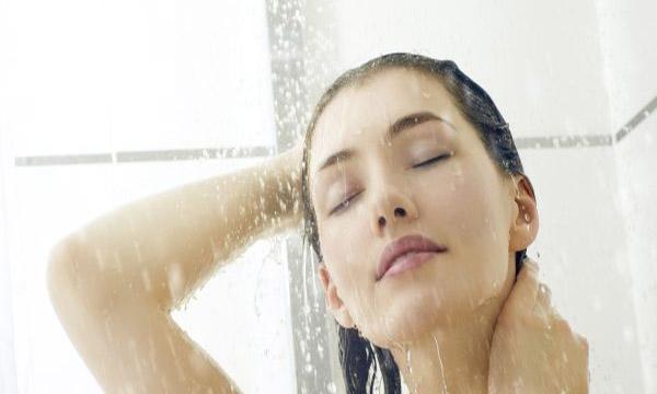 Tắm nước ấm giúp dễ ngủ hơn. (Ảnh: internet)