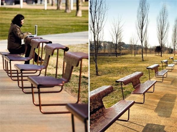 Còn gì tuyệt hơn khi được ngồi học hay làm việc trong công viên bằngchiếc ghế - bàn 2 trong 1 tiện lợi thế này.