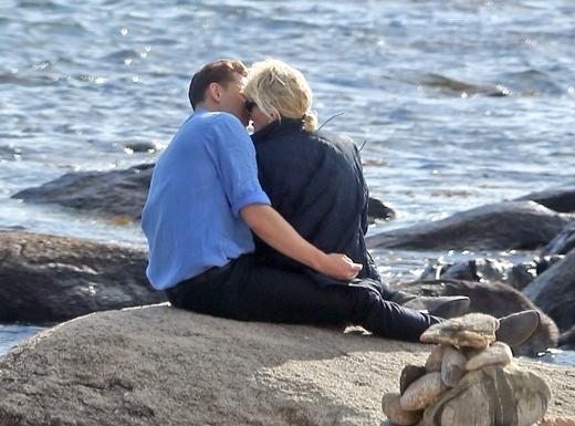Nụ hôn ở bãi biển chứng tỏ Taylor và Tom đã hẹn hò sau khi cô chia tay Calvin Harris.