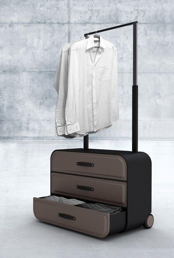Chiếc vali kiêm tủ đựng quần áo và giá phơi đồ này vô cùng phù hợp cho những chuyến công tác dài ngày.