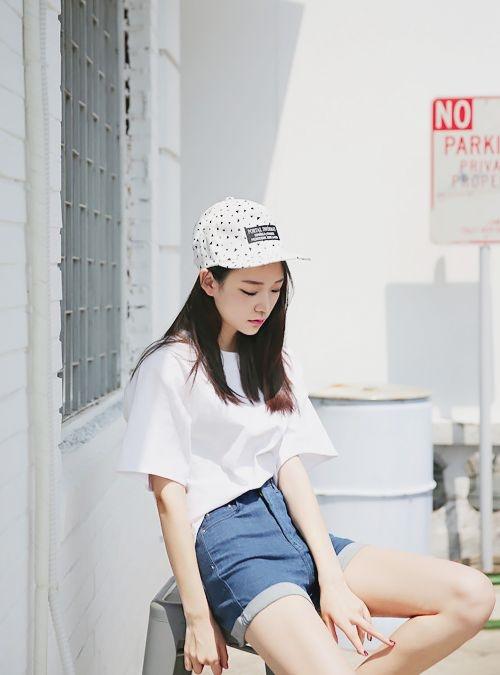 Nếu bạn ưa thích một chiếc nón xinh xắn thì hãy chọn kiểu có họa tiết nhỏ nhé.