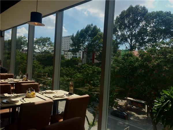 Thưởng thức món Ý theo phong vị Á Đông và nhìn ngắm Sài Gòn trong nắng có lẽ là một trải nghiệm ẩm thực mà ai cũng nên thử ít nhất một lần.