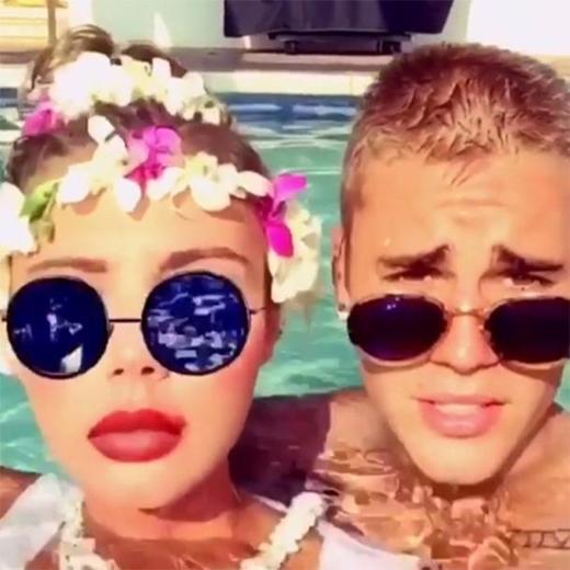 Trong chuyến nghỉ mát gần đây của Justin đã xuất hiện một chân dài mới, người mẫu Sahara Ray.