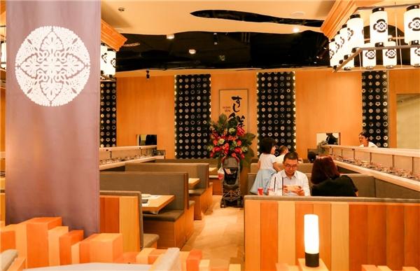 Nhà hàng Sushi Sen phục vụ đa dạng các món sushi với nhiều mức giá giúp thực khách có thêm nhiều lựa chọn.