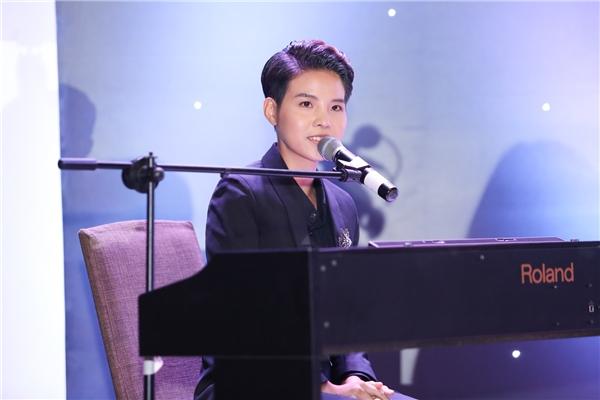 Nữ ca sĩ góp vui cho chương trình bằng một ca khúc do chính cô sáng tác mang tên Don't You Go. - Tin sao Viet - Tin tuc sao Viet - Scandal sao Viet - Tin tuc cua Sao - Tin cua Sao