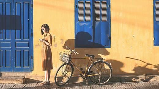 Mặc đẹp dạo phố như sao Việt những ngày sắp vào thu