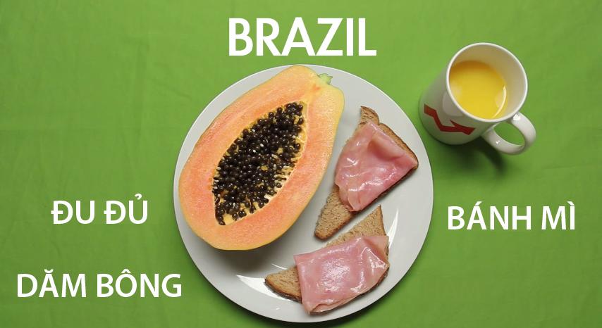 8. Brazil - Cốc trà đikèm với một đĩa thức ăn gồm thịt dăm bông, bánh mì nướng và đu đủ chínlà bữa sáng yêu thích của người Brazil. Ngoài ra, ởmột số vùng khác, người dân thườnguống cà phê sữa đặc thay vì trà.