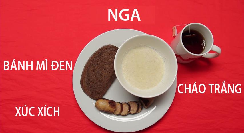 15. Nga - Bánh mì đen, xúc xích ăn kèm với cháo Kasha được nấu từ hạt ngũ cốc luôn là món ăn được người Nga ưu ái thưởng thức vào mỗi sáng.
