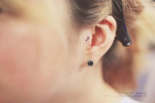 Những hình xăm ở tai vừa xinh vừa chất.