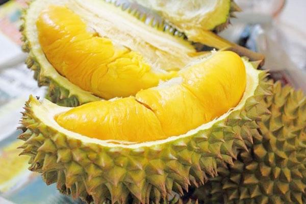 Đối với người Việt Nam, mùi quả sầu riêng thơm đặc trưng, dịu nhẹ.
