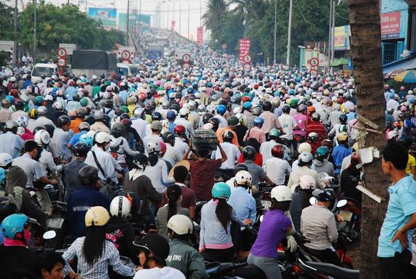 Kẹt xe là chuyện thường ngày với người Việt.