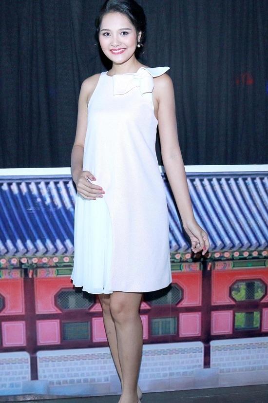 Hương Giang là người đẹp đã chinh chiến nhiều cuộc thi sắc đẹp lớn nhỏ và đạt thành tích lọt vào top 16 Hoa hậu Thế giới 2009 cũng như được bình chọn là Hoa hậu đẹp nhất châu Á cùng năm. - Tin sao Viet - Tin tuc sao Viet - Scandal sao Viet - Tin tuc cua Sao - Tin cua Sao