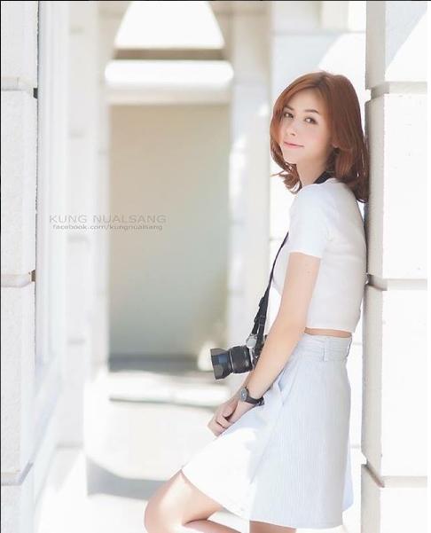 Màu trắng dịu dàng và tinh khôi như chính vẻ đẹp củaChanya.