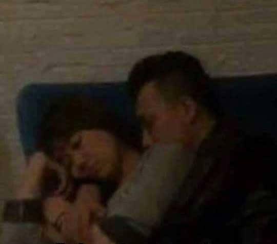 Bức ảnh Trấn Thành ôm Hari ngủ gây xôn xao dư luận. - Tin sao Viet - Tin tuc sao Viet - Scandal sao Viet - Tin tuc cua Sao - Tin cua Sao