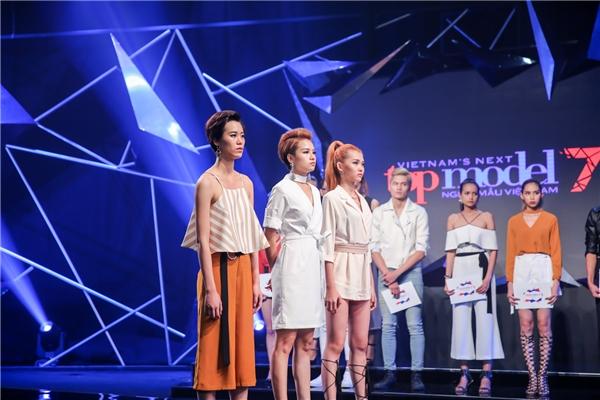 Nguyễn Thiếu Lan (bìa phải) được giữ lại do biểu quyết của các thí sinh. Trong khi đó, Thu Hường (bìa trái) được ban giám khảo cho cơ hội đi tiếp với những tố chất nhất định. Trong tập 5, không ai phải nói lời chia tay chương trình.