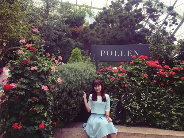 Cô nàng Mai Thị Hằng - chủ nhân của chiếc xế hộp Hello Kitty ở Thanh Hóa. (Ảnh: Internet)