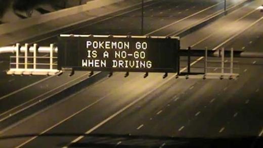 """""""Lái xe không phải là lúc để bắt Pokémon."""""""