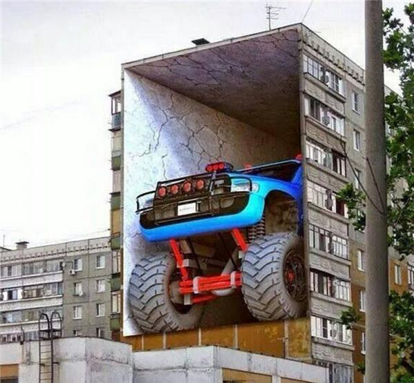 1. Làm sao mà người ta lại để được chiếc xe to đùng thế kia lên cao vậy nhỉ? Đừng tin, chỉ là một bức vẽ thôi mà.