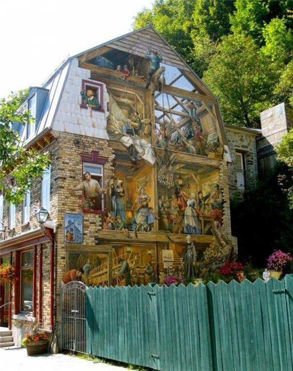 5. Với bàn tay tài ba của các nghệ sĩ, ngôi nhà như bị vỡ đi một phần, để lộ ra những hoạt động của mọi người bên trong.