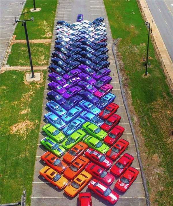 11. Màn giới thiệu xe hơi ấn tượng và nhiều màu sắc nhất là đây.