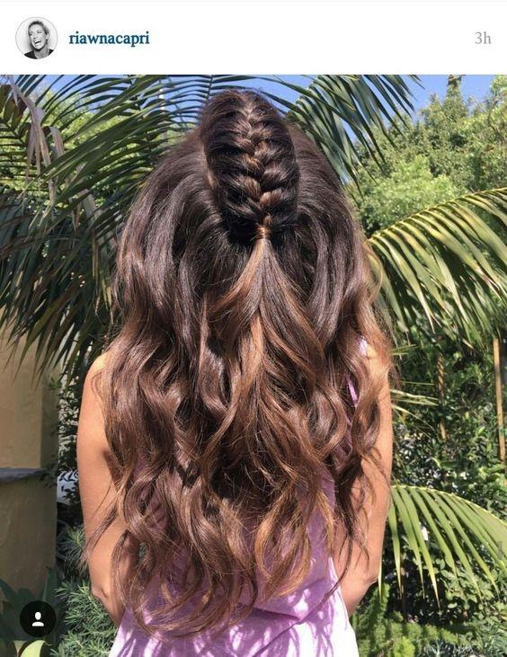 Những cô nàng tóc dày và cóuốn gợn sóng nên tham khảo kiểu tóc này nhé.