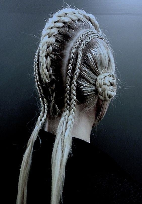 Khi tóc của bạn đột nhiên biến thành một tác phẩm nghệ thuật hoàn mĩ.