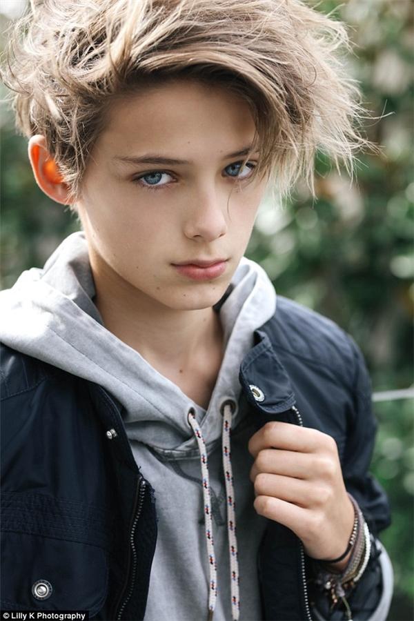 Chân dung tiểu soái ca 12 tuổi được mệnh danh cậu bé đẹp trai nhất thế giới