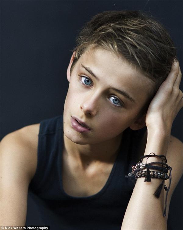 Cậu bé 12 tuổi nhận được sự quan tâm của rất nhiều các cô bé trên toàn thế giới.