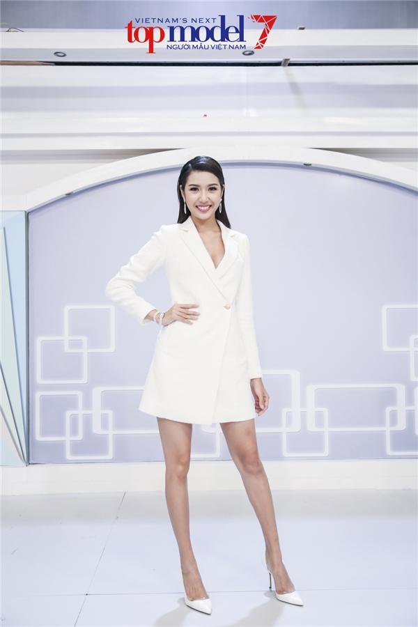 Thí sinh từng thi trượt trở thành giám khảo thị phạm Next Top Model