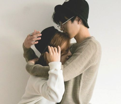 """Yêu một nàng """"nấm lùn"""", việc hôn trán sẽ trở nên vô cùng dễ dàng."""