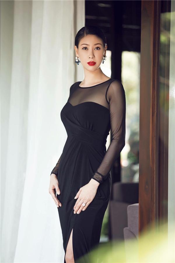 Ngôi vị Hoa hậu Việt Nam 1992 xướng tên Hà Kiều Anh, cô gái quê gốc ở thủ đô Hà Nội. Sau 24 năm, người đẹp này trở thành hình mẫu lý tưởng cho nhiều thế hệ đàn em bởi nhân cách và cuộc sống hôn nhân viên mãn.