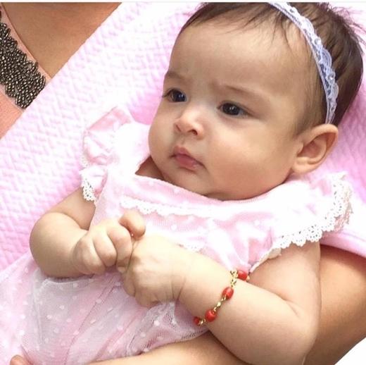 Ngất ngây trước vẻ đáng yêu của con gái Mĩ nhân đẹp nhất Philippines