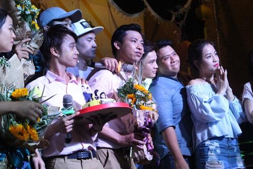 Các nghệ sĩ trẻ gồm Hữu Tín, Xuân Nghị, Bá Đức, Diệp Tiên, Puka đều lên sân khấu giao lưu cùng khán giả. Ngoài những màn biểu diễn vui nhộn, cả nhóm còn dành nhiều lời khuyên và chúc đàn em thành công trong sự nghiệp.