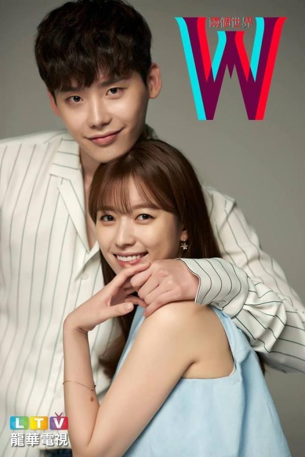 """Dù motip chẳng còn mới lạ nhưng với diễn xuất tài ba của Han Hyo Joo và Lee Joong Suk, bộ phim đang có sức ảnh hưởng rất lớn trên màn ảnh xứ củ sâm dù chưa đi hết một nửa chặng đường. Bộ phim được đánh giá là """"bom tấn"""" truyền hình không thể bỏ qua nửa cuối năm 2016 của khán giả yêu phim Hàn."""