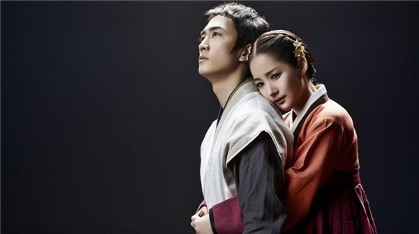 Đề tài phim vẫn thuộc trào lưu chuyện tình vượt thời gian nên không có gì quá mới mẻ, tuy nhiên sự góp mặt của Song Seung, Kim Jae Joong, Park Min Yoong khiến Time Slip Dr. Jin trở thành bộ phim giành được nhiều sự yêu mến của khán giả.