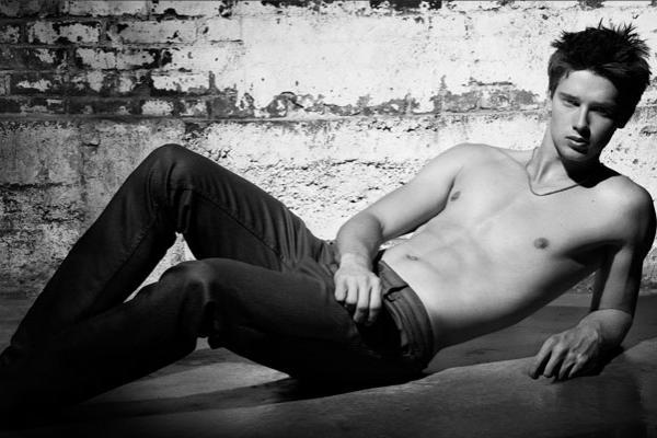 Patrick trong chiến dịch quảng cáo của hãng quần bò Hudson Jeans năm 2011.