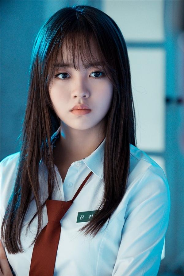 Ganh tị vẻ ngoài hoàn hảo từ đầu đến chân của ma nữ Kim So Hyun