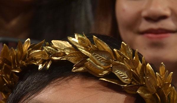 Cận cảnh vòng nguyệt quế mạ vàng đầu tiên của Đường lên đỉnh Olympia