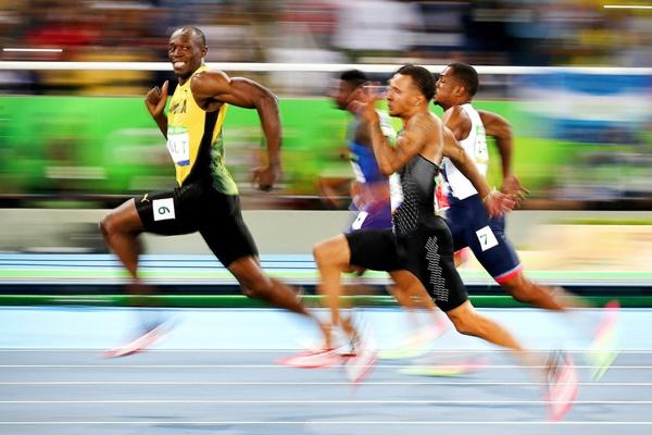 Vận động viênUsain Bolt của Jamaica đang thi đấu trong vòng bán kết 100mnam vào ngày thứ 9 của Olympic Rio 2016.
