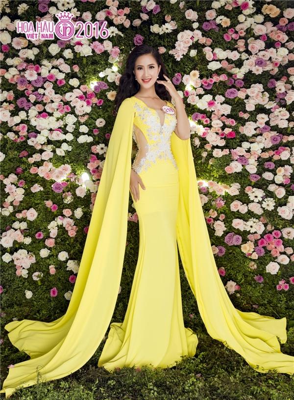 Thí sinh thứ hai phải dừng cuộc thi là Trần Ngô Thu Thảo, nhan sắc được xem là bản sao Hoa hậu Giáng My. Thu Thảo sinh năm 1994, cao 1m69, nặng 50kg và có số đo 3 vòng là 79-63-91.