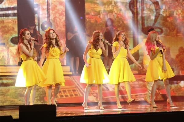 Các cô gái xinh đẹp trong nhóm S- Girls thể hiện liên khúc Sài Gòn - Hà Nội và Hồ Gươm sáng sớm. - Tin sao Viet - Tin tuc sao Viet - Scandal sao Viet - Tin tuc cua Sao - Tin cua Sao