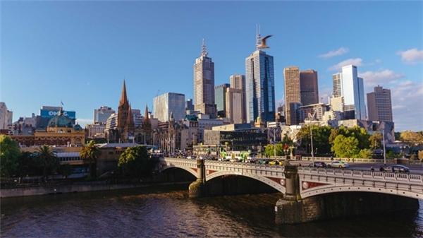 1. Melbourne, Australia: Cà phê ngon, ẩm thực tuyệt vời, đời sống nghệ thuật và âm nhạc phong phú, không gian rộng rãi cùng các chính sách phúc lợi, y tế, giáo dục… khiến Melbourne là thành phố đáng sống nhất thế giới với điểm số 97,5 trên thang điểm 100. Ảnh: Reflectim.