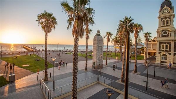 6. Adelaide, Australia: Đồng hạng 5 với Calgary là thành phố Adelaide của Australia. Thành phố xinh đẹp này nổi tiếng với các công viên, bãi biển và ruộng nho. Ảnh: CNN.