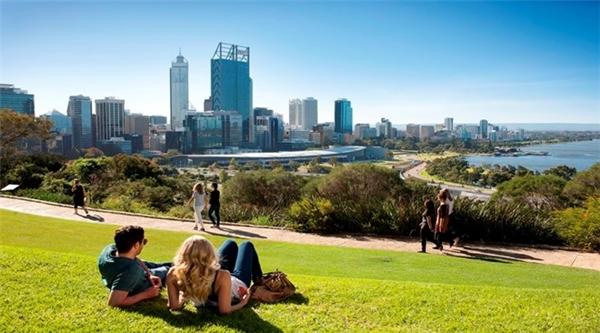 7. Perth, Australia: Ngoài những bãi biển tuyệt đẹp, thành phố Perth nằm trên bờ biển phía tây của Australia có thời tiết ấm áp gần như quanh năm, là điểm nghỉ đông hấp dẫn. Ảnh: Adamspinnacletours.