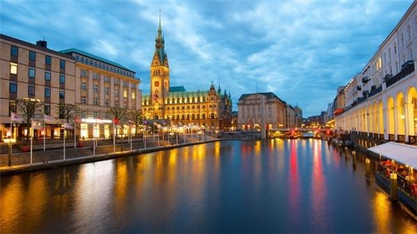 10. Hamburg, Đức: Thành phố nổi tiếng với đời sống âm nhạc và văn hóa sôi động này xếp vị trí thứ 10 trong danh sách những thành phố đáng sống nhất thế giới. Ảnh: Expedia.