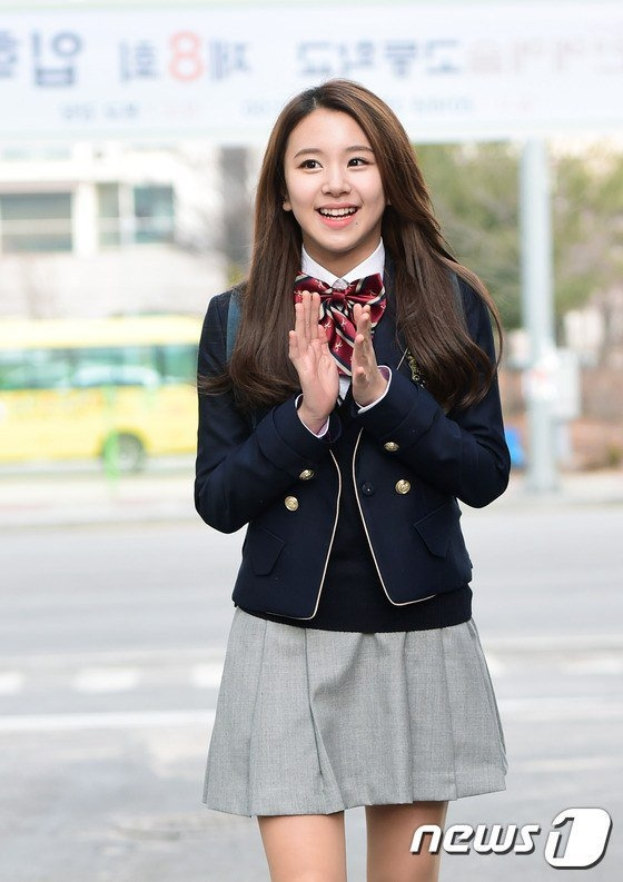 Chaeyoung đáng yêu và ngọt ngào trong bộ đồng phục trường Hanlim.